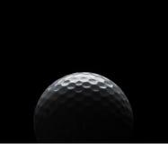 Golfbal op zwarte achtergrond met exemplaarruimte Stock Foto's