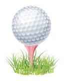 Golfball auf grünem Gras Lizenzfreies Stockfoto