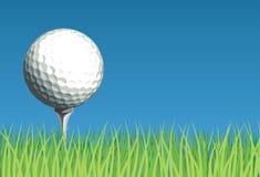 Golfball auf Gras Stockbild