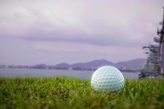 Golfball auf Kurs an Bord des Schiffs Lizenzfreie Stockbilder