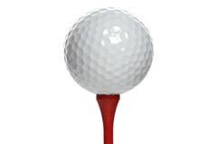 Golfball auf rotem T-Stück Stockbilder
