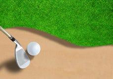 Golfball auf Sandfang mit Verein-und Kopien-Raum Lizenzfreies Stockbild