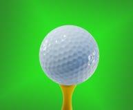 Golfball betriebsbereit zum Schlagen lizenzfreies stockfoto