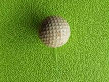 Golfball hinter Verwendung Stockfoto