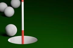Golfball mit Flagstick am Loch-Hintergrund, Wiedergabe 3D stockfotografie