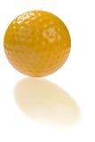 Golfball mit Reflexion Lizenzfreie Stockbilder