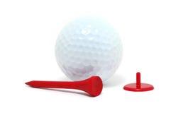 Golfball, rotes T-Stück und Markierung Lizenzfreies Stockbild