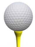Golfball und gelbes T-Stück Stockfoto