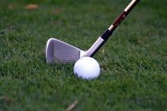 Golfball und Klumpen Stockfotografie