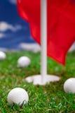 Golfball und Loch! lizenzfreies stockfoto