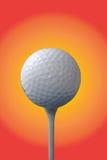 Golfball und T-Stück lizenzfreie abbildung