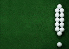 Golfballs come contrassegno di esclamazione fotografia stock libera da diritti