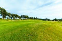 Golfbana i bygden Royaltyfria Bilder