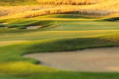 Golfbana på solnedgången Royaltyfri Foto