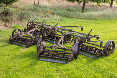 Golfbanagräsklippningsmaskiner Royaltyfria Foton
