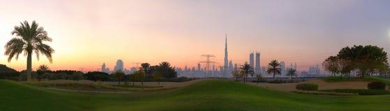 Golfbanan i dubai royaltyfri fotografi