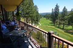 Golfbanasikt från den Kalifornien klubbhuset Arkivbilder