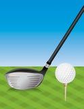 Golfbestuurder en Teed Bal Royalty-vrije Stock Afbeelding
