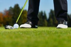Golfboll, golfare och klubba Arkivbilder