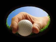 Golfboll med handen Royaltyfri Bild