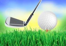 Golfboll på det gröna gräset av golfbanan Fotografering för Bildbyråer