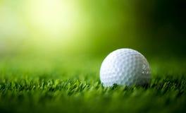 Golfboll på farled Arkivfoto