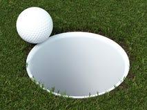 Golfboll på kanten av koppen Royaltyfri Foto