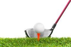 Golfboll på kurs royaltyfri foto
