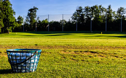 Golfbollar i morgonen Sun Arkivbild