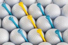Golfbollar och utslagsplatser Fotografering för Bildbyråer