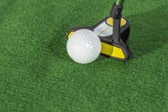 Golfbollar stänger sig Fotografering för Bildbyråer
