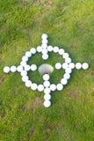 Golfbollmål runt om hålet Arkivbilder