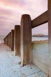 Golfbreker en zonsopgang van Hastings-Pijler, Groot-Brittannië Stock Afbeelding