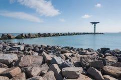 Golfbreker van grote concrete blokken Royalty-vrije Stock Afbeelding