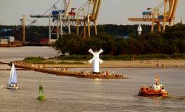 Golfbreker, windmolen en haven Swinoujscie royalty-vrije stock afbeelding