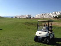Golfbuggy geparkt auf dem Golfplatz an cource Condado de Alhama Golf in Costa Calida-Süden Spanien lizenzfreie stockfotografie