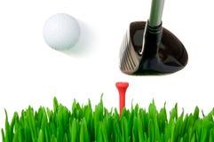 Golfclub, der die Kugel schlägt Stockbild