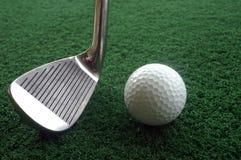 Golfclub en bal Royalty-vrije Stock Foto's
