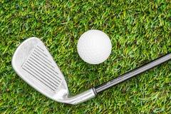 Golfclub en Bal in Gras stock foto's