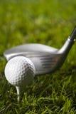 Golfclub met bal & aandrijving royalty-vrije stock afbeeldingen