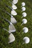 Golfclub mit Kugel auf einem T-Stück Lizenzfreies Stockbild