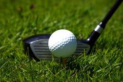Golfclub und Kugel Stockfotos
