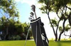 Golfclubausrüstung auf Wiese des grünen Grases lizenzfreie stockbilder