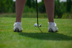 Golfclubballrechthaltung lizenzfreie stockbilder