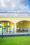 Golfclubhuis in de de zomerdag Royalty-vrije Stock Afbeelding