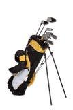 Golfclubs und Beutel auf Weiß Stockbild