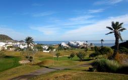 Golfcursus en luxevilla's Stock Foto's
