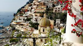 Golfe de l'Italie de Campanie de Positano de Salerno la perle de l'inoubliable vertical de belle ville de nature de tourisme de N photos libres de droits