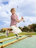 Golfe plaing da criança. Jogador de golfe da criança. Fotografia de Stock Royalty Free