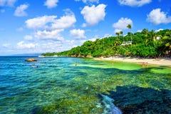 Golfen av Samana, Dominikanska republiken Genomskinligt turkos w royaltyfri foto